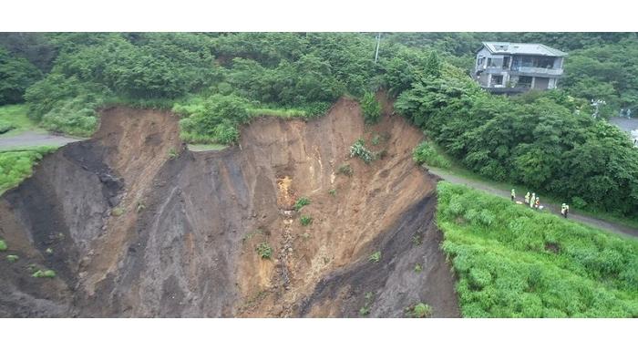 熱海土石流 岩盤から根こそぎ崩壊 いまだ多数が安否不明