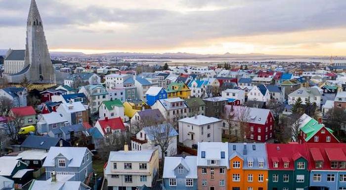 アイスランドで給与そのままの「週休3日」の実験成功…生産性の低下なく、幸福度が向上