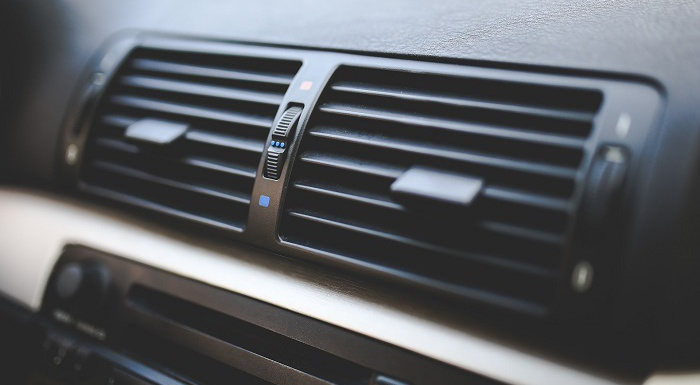 車のエアコン「内気循環と」「外気導入」の正しい使い分け術