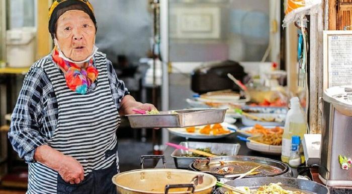 500円食べ放題「はっちゃんショップ」は心も満たす。85歳の田村はつゑさんインタビュー・ルポ